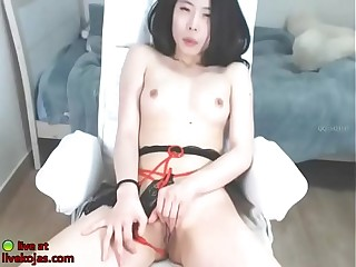 Korean camgirl smiles and fucks her pussy