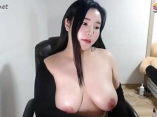 KOREAN BJ CHUBBY GIRL CUTE FACE WITH BIG TIT SHOW CAM ! 261219