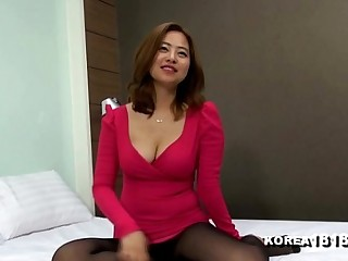 KOREA1818.COM - Korean Cleavage Girl