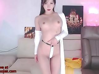 Korean beauty Neat shows her amazing ass
