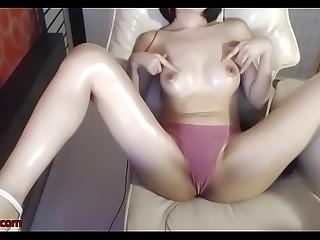 Korean big tits camgirl oils her amazing body
