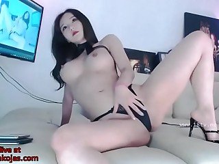 Korean sexy camgirl shows her stunning body