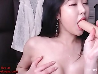 Korean busty camgirl in pantyhose shows bj skills