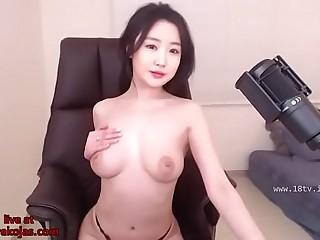 Beautiful Korean creams her body