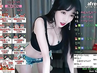 Gái Hàn Quốc nhảy lắc mông