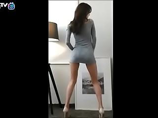 Coreana Gostosa Dançando Sensualmente